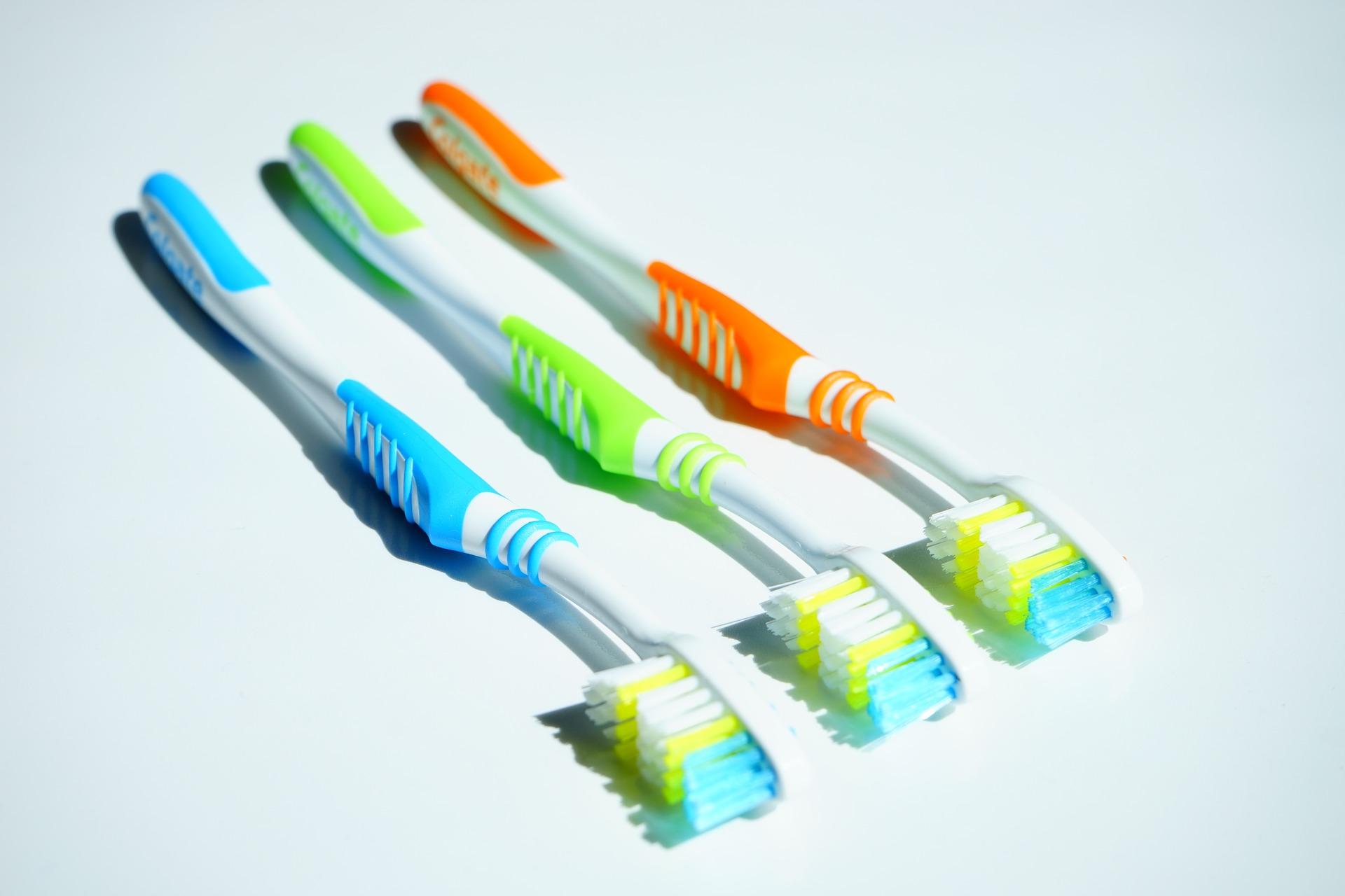 1c1fe2c9c 10 May ¿Cómo elegir el cepillo de dientes adecuado?